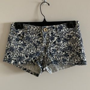 💜2 for 30$💜 Black and White Floral Jean Shorts